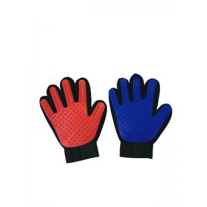 Массажная щетка-перчатка для вычесывания шерсти у собак и кошек